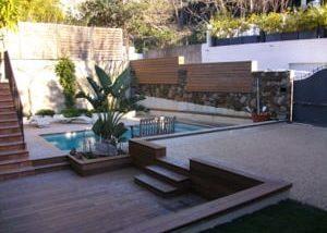 terrasse bois avec piscine à Aix en Provence