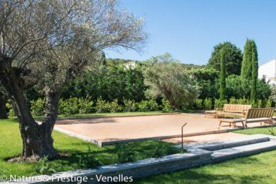 création d'un boulodrome dans un jardin méditerranéen