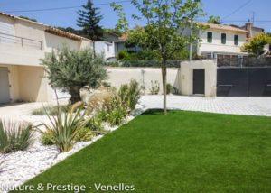 Un jardin contemporain pour profiter du soleil par Nature et Prestige