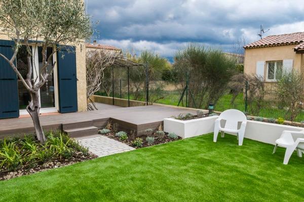 belle terrasse en bois composite à Auriol Bouches du Rhone