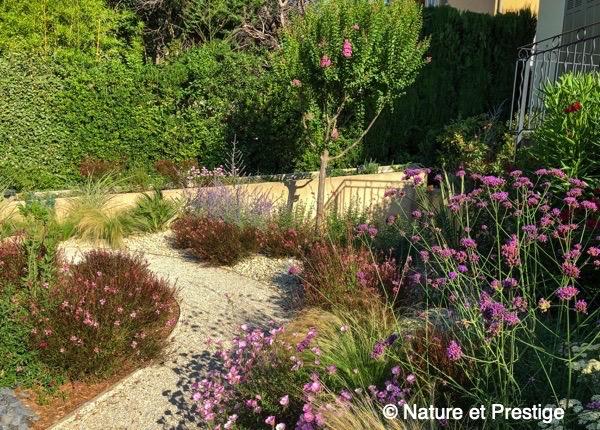 jardin au ambiance Méditerranéenne avec paillage minéral