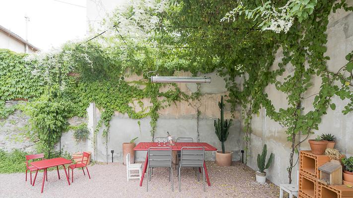 Pour ce petit jardin, les différents espaces ont été délimités
